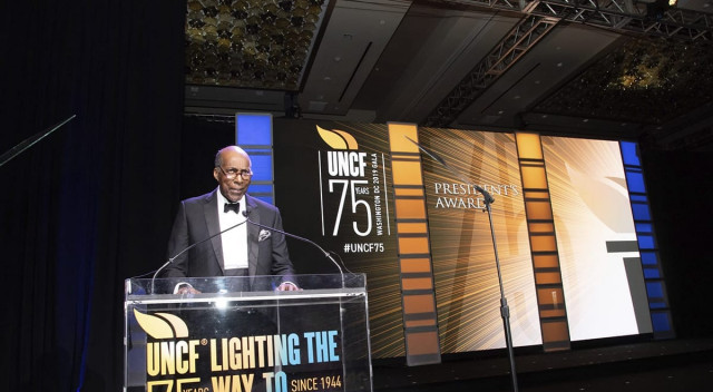 Vernon Jordan speaks at UNCF 75th anniversary gala