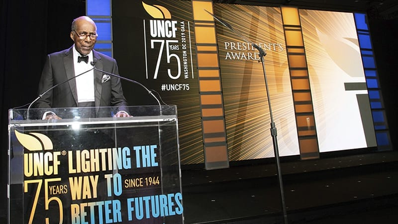 Vernon Jordan speaks at UNCF 75th anniversary gala
