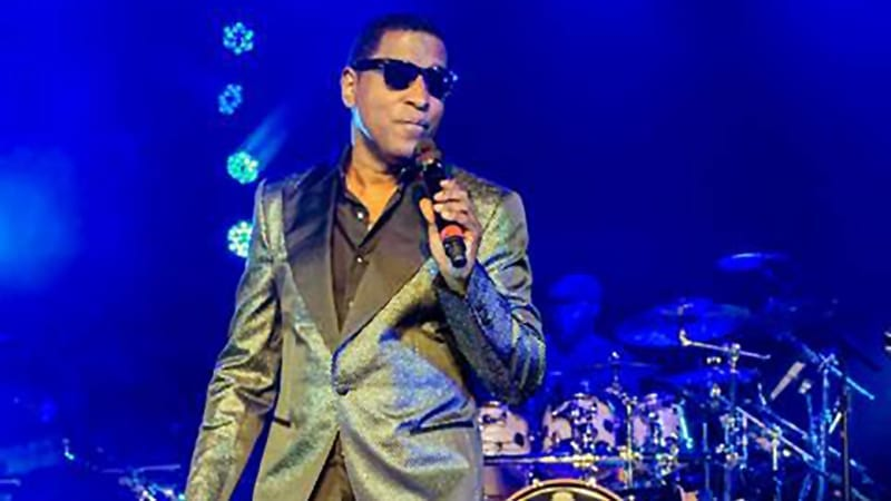 Babyface performing
