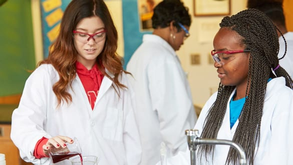 2 female Shaw University students working in a laboratory