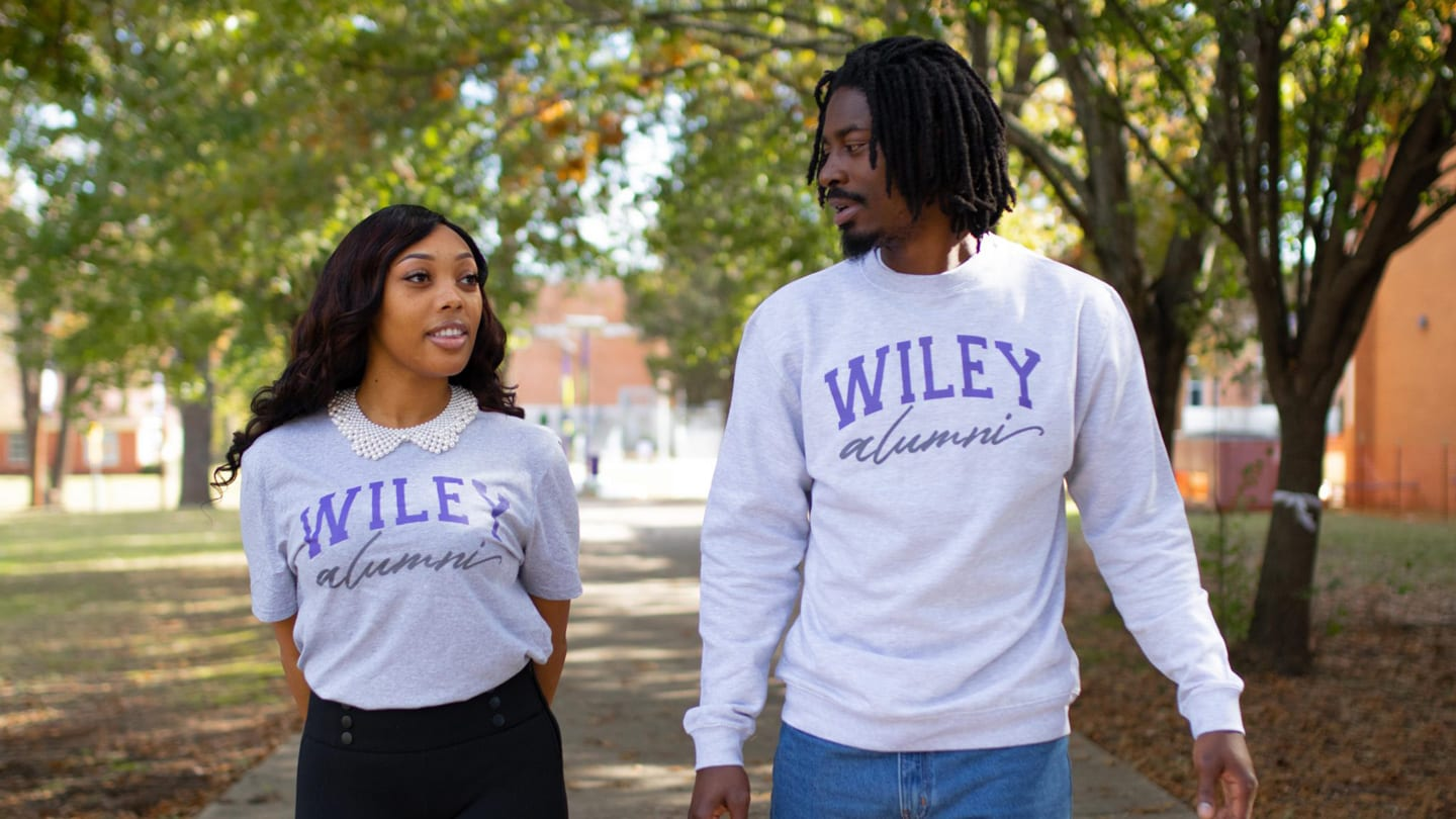 2 Wiley College alumni walking and talking outside on campus